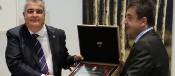 El Excmo. Sr. D. José Rebollo Puig recibe la Insignia de Oro del Consejo Andaluz de Colegios de Abogados.