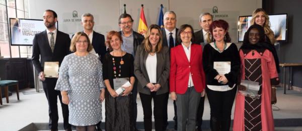 El Consejo Andaluz de Colegios de Abogados recibe el Premio Extraordinario Andalucía sobre Migraciones.