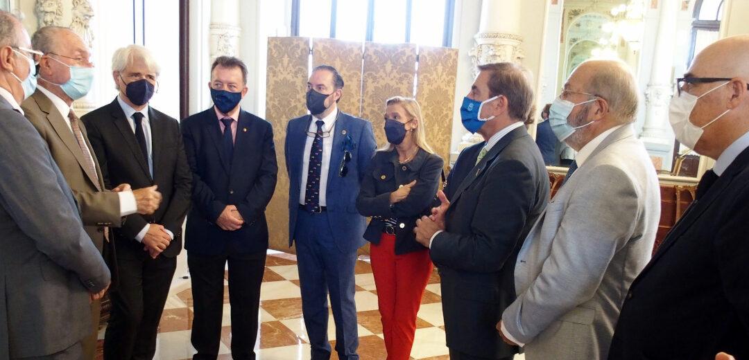 El Consejo Andaluz de Colegios de Abogados mantiene un encuentro con el alcalde de Málaga